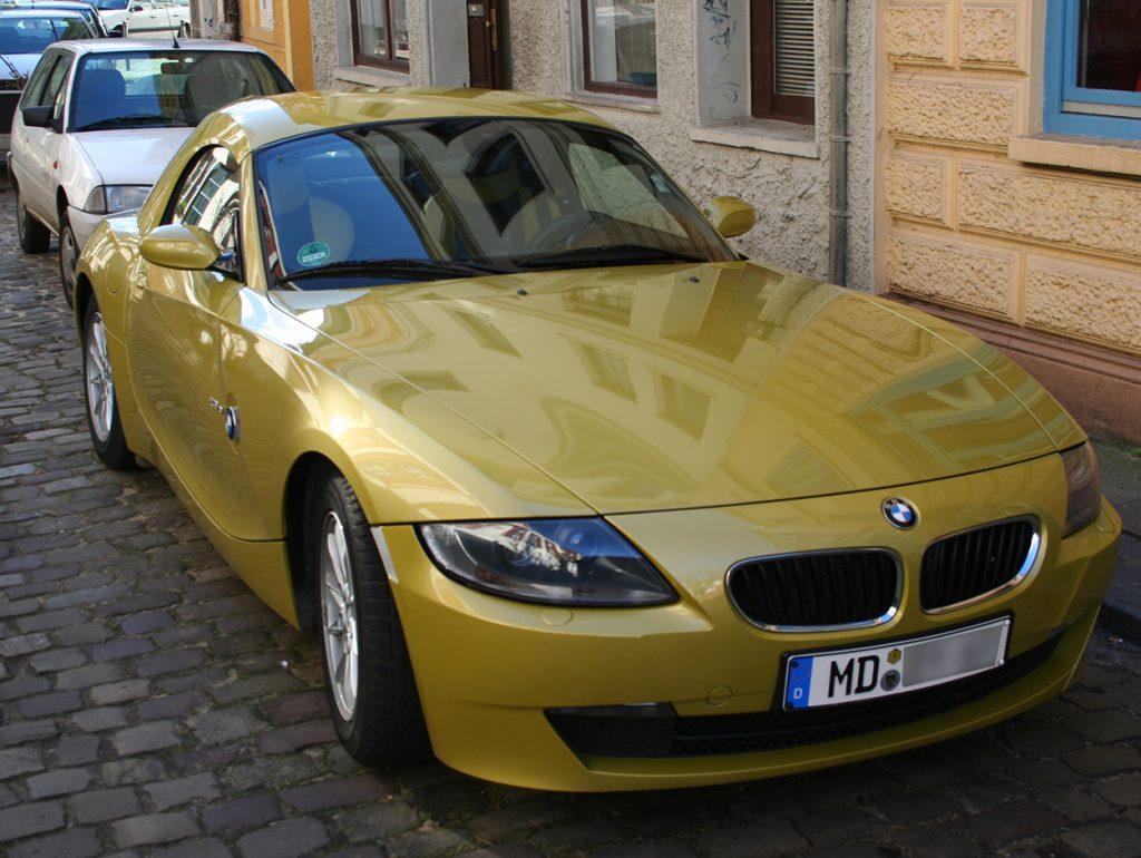 Goldauto im Viertel